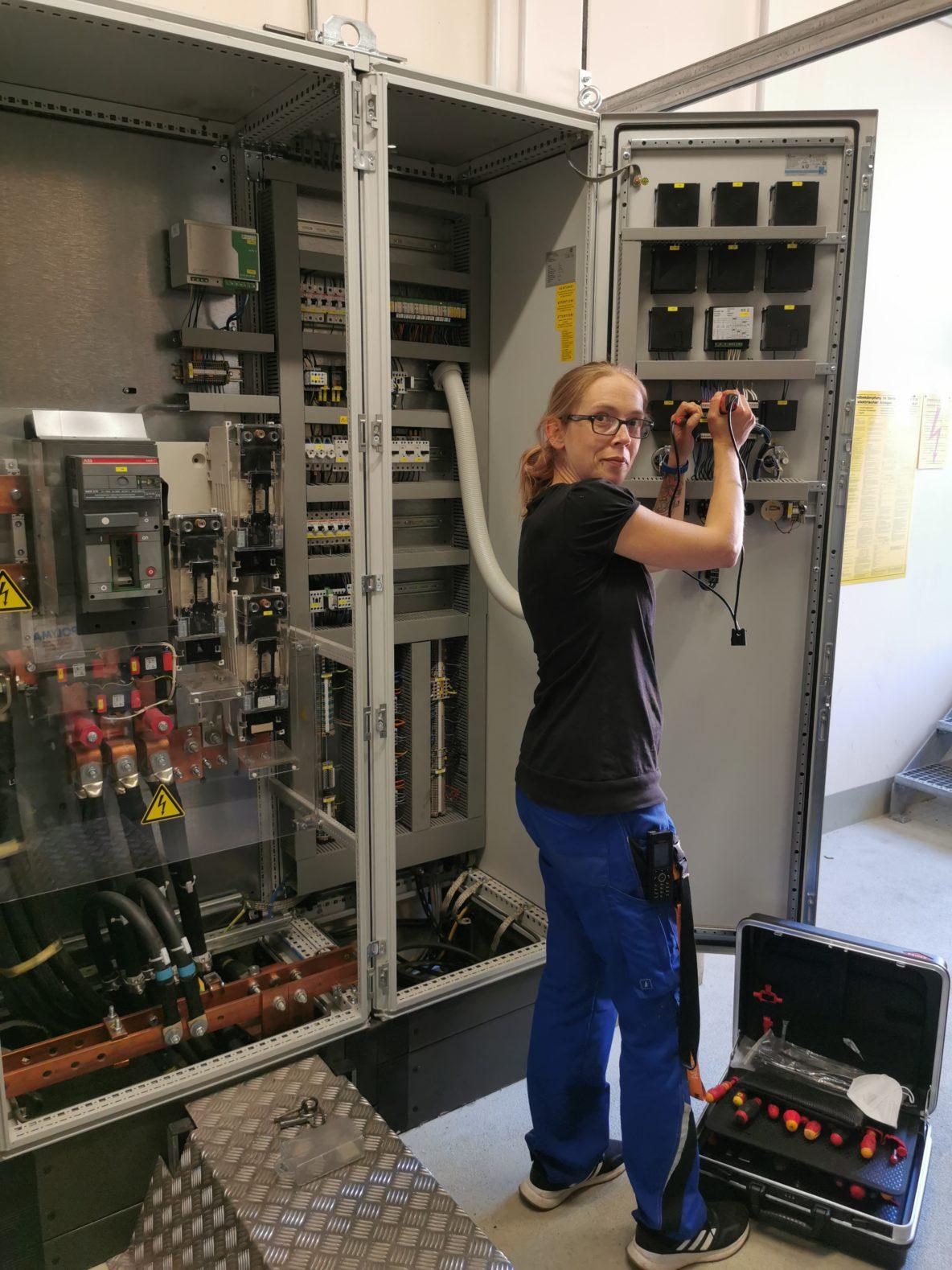 Jessika Matthaei in der Technik